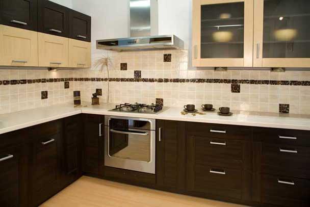 Качественные показатели кафеля выводят его на первое место среди материалов для отделки рабочей зоны на кухне