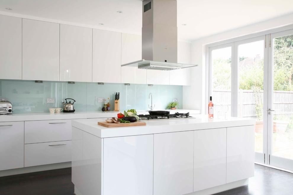 Стекляннаяпанель для фартука на кухне в белом глянце