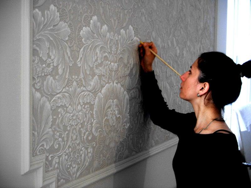Неповторимый и оригинальный интерьер можно создать своими руками, главное выбрать обои под покраску