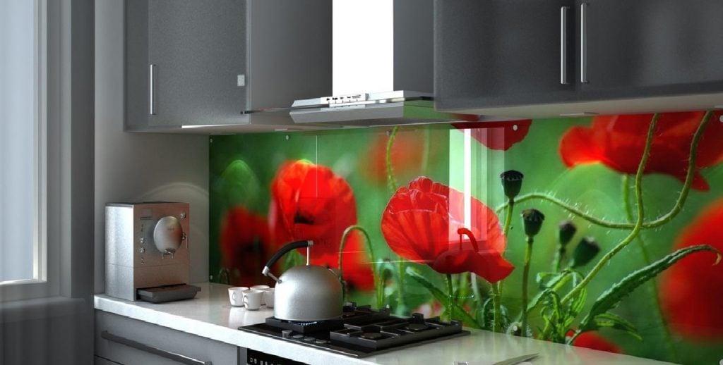 """Многообразие рисунков для фартука рабочей зоны поражает воображение, поэтому добавить """"изюминку"""" на кухне не составит труда"""