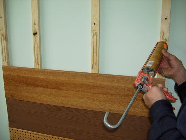 Наглядный пример как крепить стеновую панель