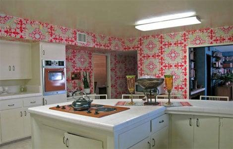 Стоит подобрать обои для кухни по цвету так, чтобы в ней было уютно находиться
