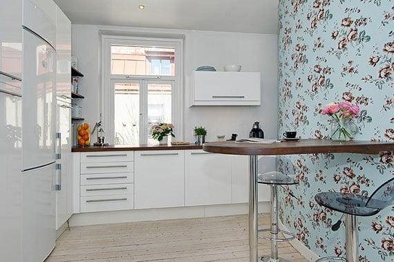 Как поклеить кухню разными обоями: фото