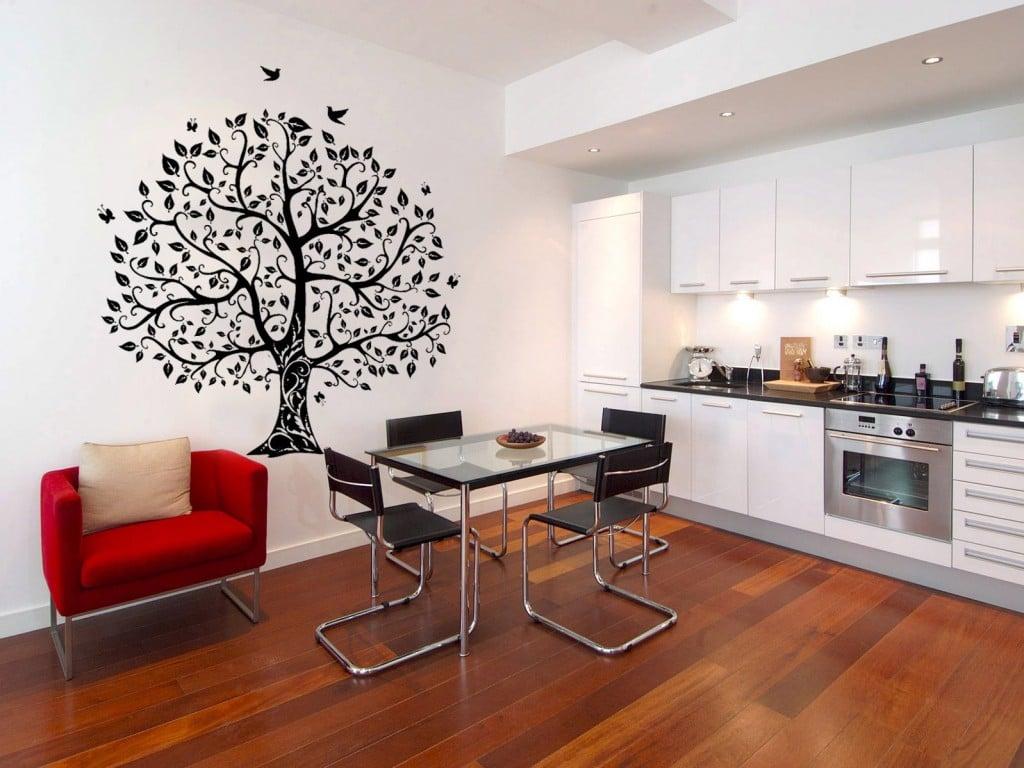 Мелкий рисунок делает комнату просторнее чем она есть а крупный рисунок визуально уменьшает размеры комнаты