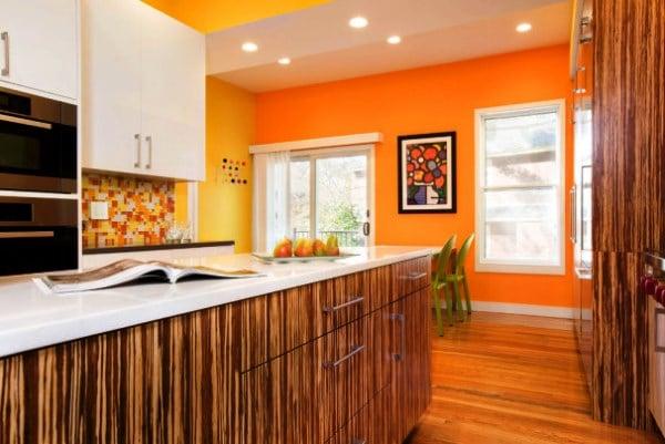 Кухонные обои должны быть влагостойкими так как на кухне регулярно проводится влажная уборка поверхностей