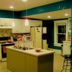Как скомбинировать обои на кухне: особенности популярных видов