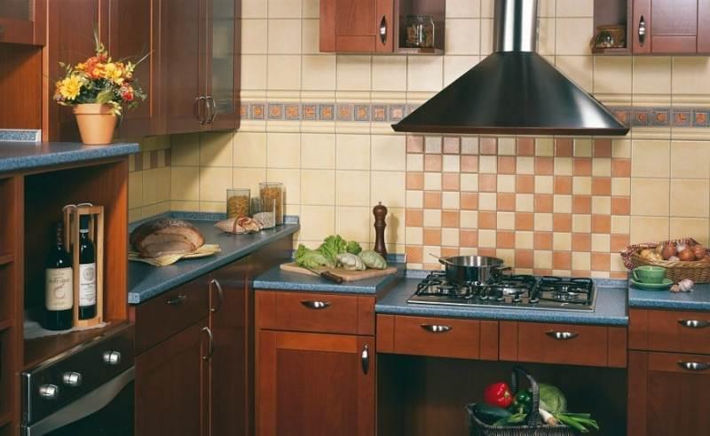 Не смотря на многообразие существующих материалов для отделки рабочей зоны на кухне, кафель остается наиболее популярным
