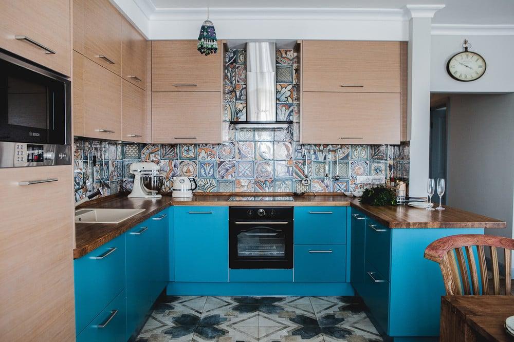 Красивый фартук для кухни из плитки: 50 вариантов на фото