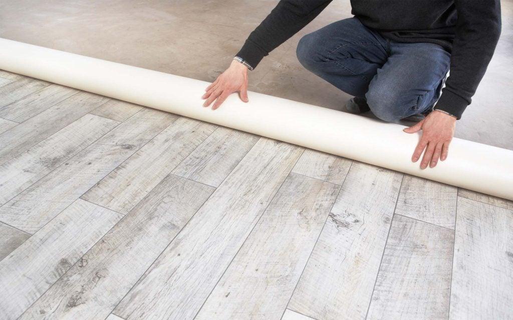 Монтаж покрытия можно сделать своими руками, ознакомившись с основными правилами