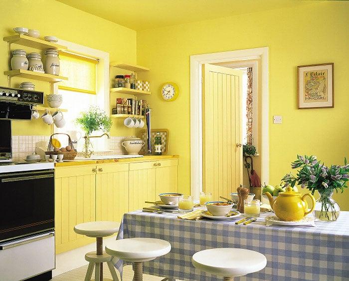 Яркая кухня, которая не только радует глаз, и вместе с тем заряжает бодростью и энергией на весь день