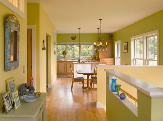 Благодаря положительным характеристикам, при отделке кухни все чаще пользуются краской
