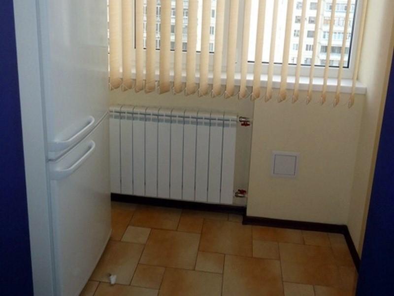 Холодильник нельзя ставить возле батарей и варочной поверхности