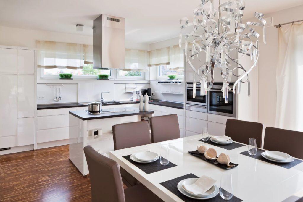 Кухня -гостиная в итоге получается просторной и уютной