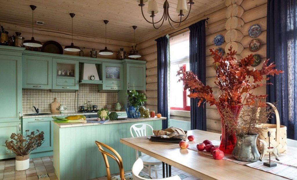 Загородный дом такой уютный и домашний, на кухне в стиле кантри приятно провести вечер в кругу семьи и друзей