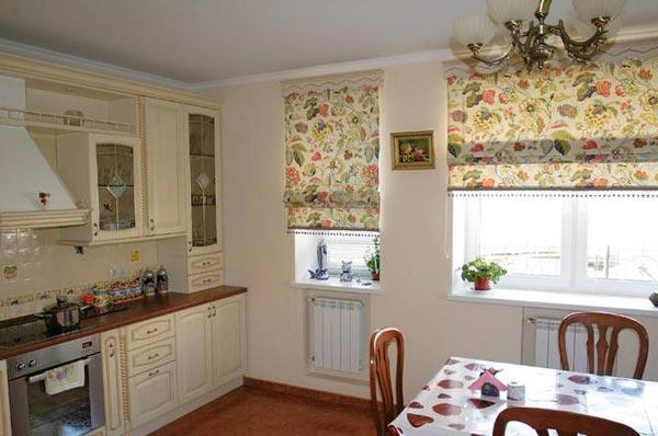 Как декорировать окно на кухне