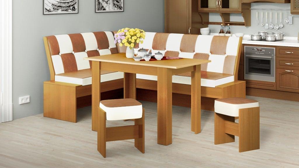 Кухонный диван часто можно купить в комплекте со столом и парой табуреток