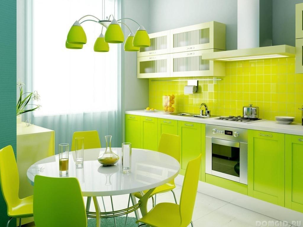 Маленькая кухня должна быть практически полностью мебелирована