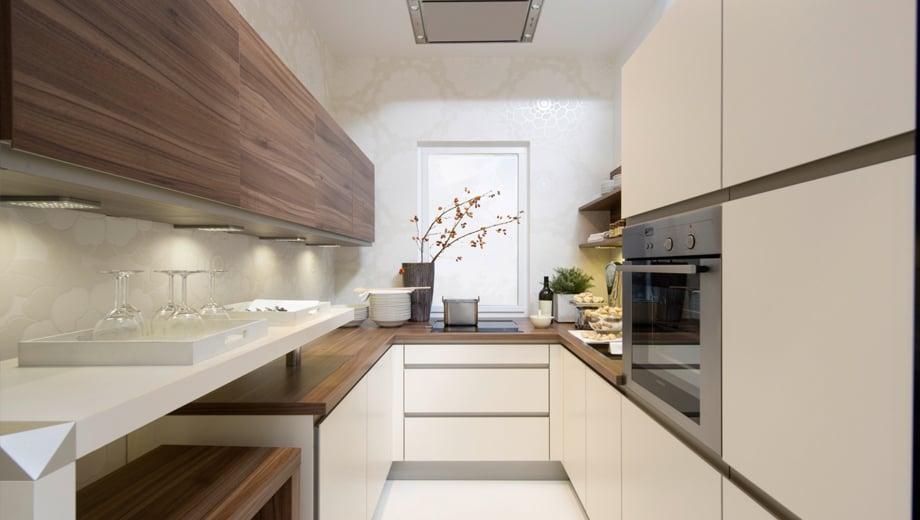 Светлые оттенки лучшие помощники при отделке неширокой кухни