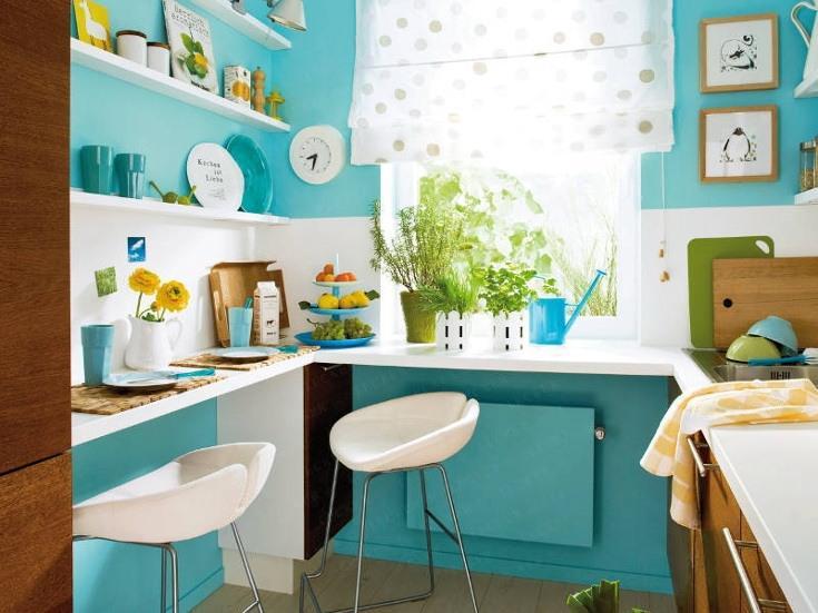 Обустраиваемое пространство должно использоваться внимательно чтобы в результате кухня визуально выглядела больше