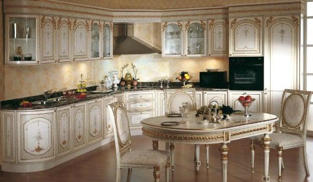 В отделке много элементов ручной работы и каждая кухня имеет собственный неповторимый характер