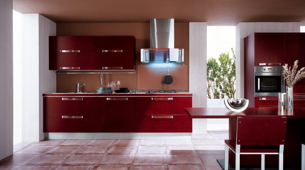 В зависимости от предпочтений можно выбрать кухни цвета бордо с глянцевой или матовой поверхностью