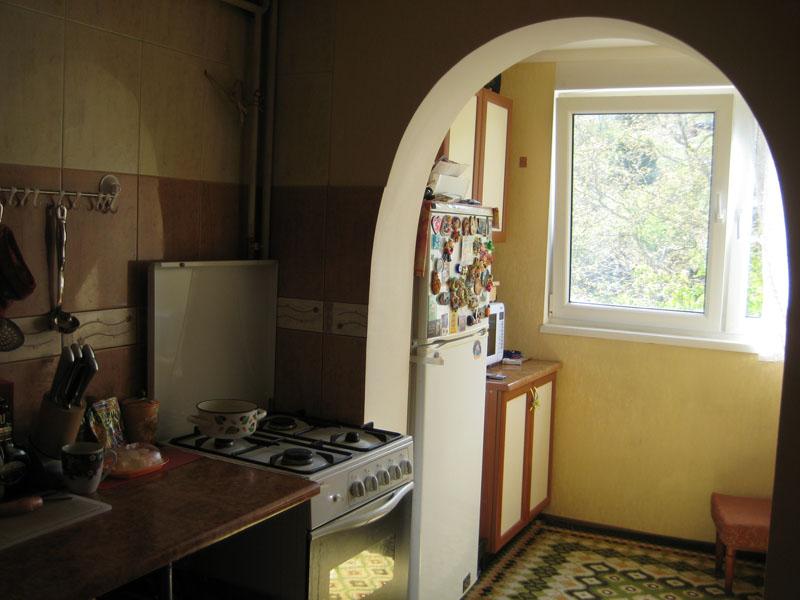 Арка с кухни на оборудованный балкон