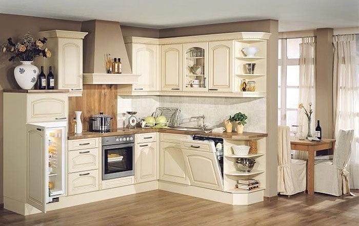 Для изготовления кухонного гарнитура в стиле кантри могут быть использованы разные породы дерева