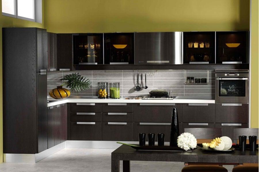 Строгий в своей изысканности цвет венге особенно популярен в обустройстве кухни