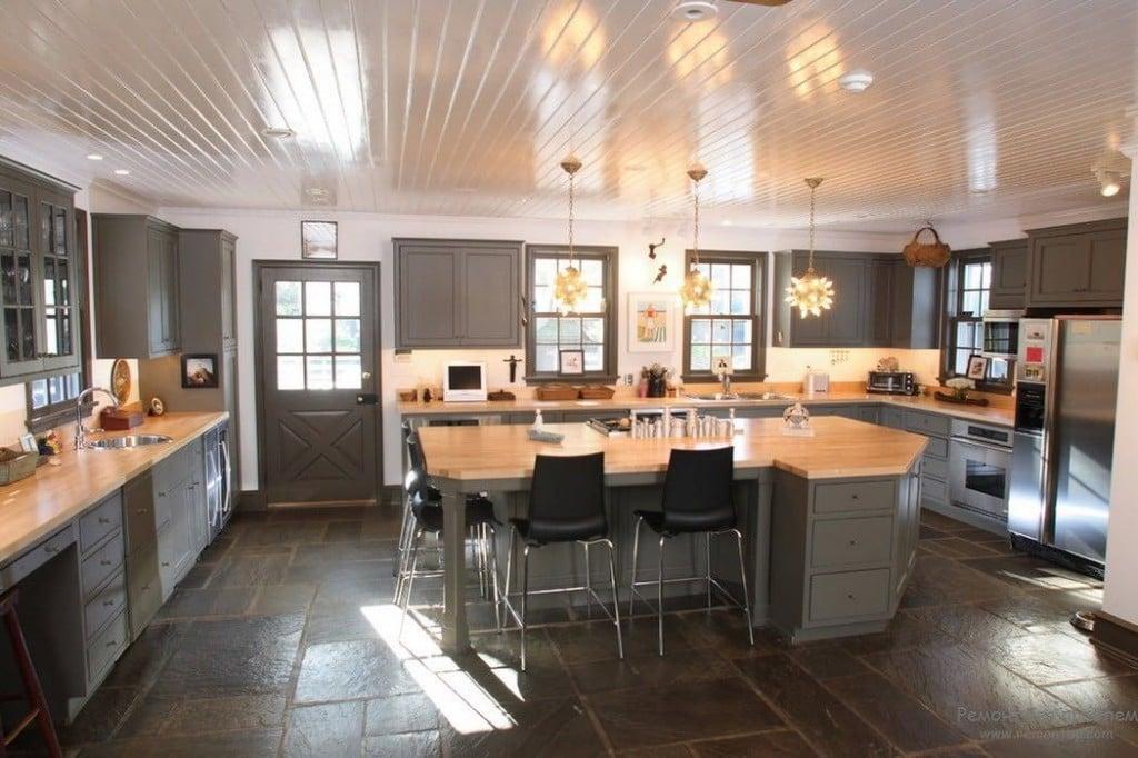 Благодаря реечным конструкциям можно придать потолку на кухне различный стиль и образ