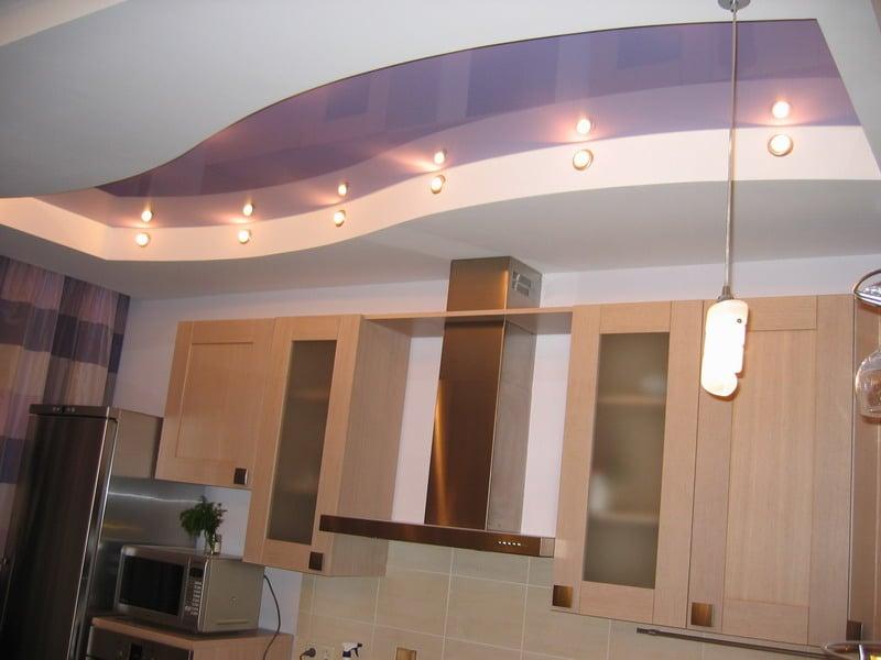 Двухуровневые системы позволяют выполнить функциональное зонирование помещения