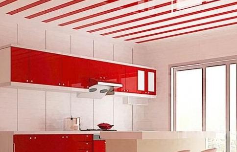 Отделка потолка панелями может служить длительное время без изменения свойств и деформирования