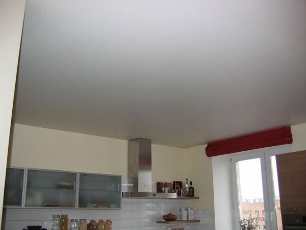 Вид потолка напрямую зависит от качества красящего материала