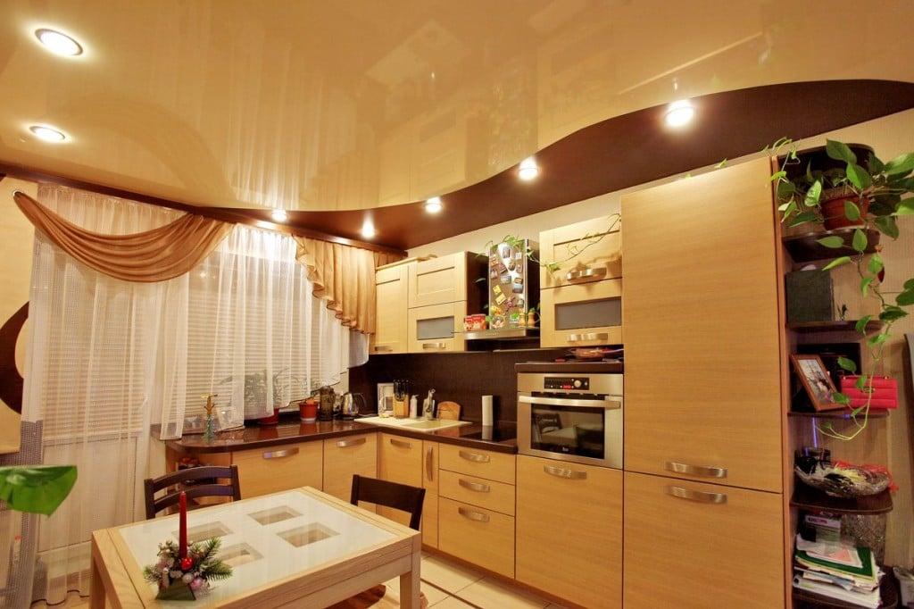 Выберите наиболее подходящий для вашей кухни потолок поскольку это самая заметная часть вашей кухни