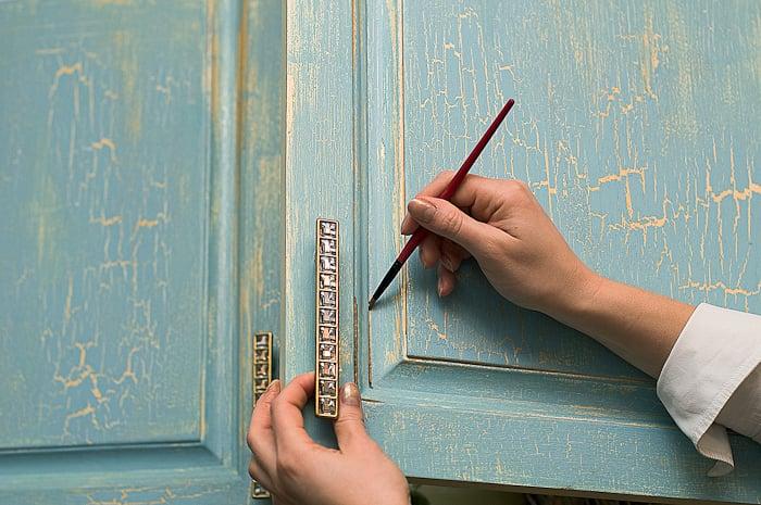 Существует множество мастер-классов в модном направлении hand made, где подробно описываются все стадии процесса создания стиля патина своими рукми