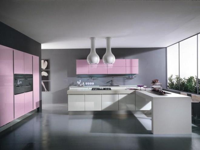 Нежно-розовые панели выглядят ярко, привлекая к себе все внимание.