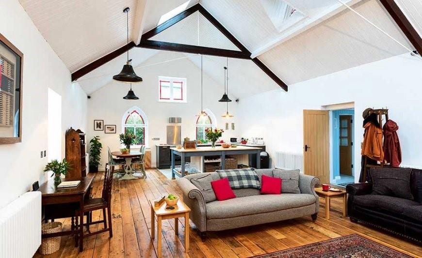 Деревянные полы в провансе с балками на потолке