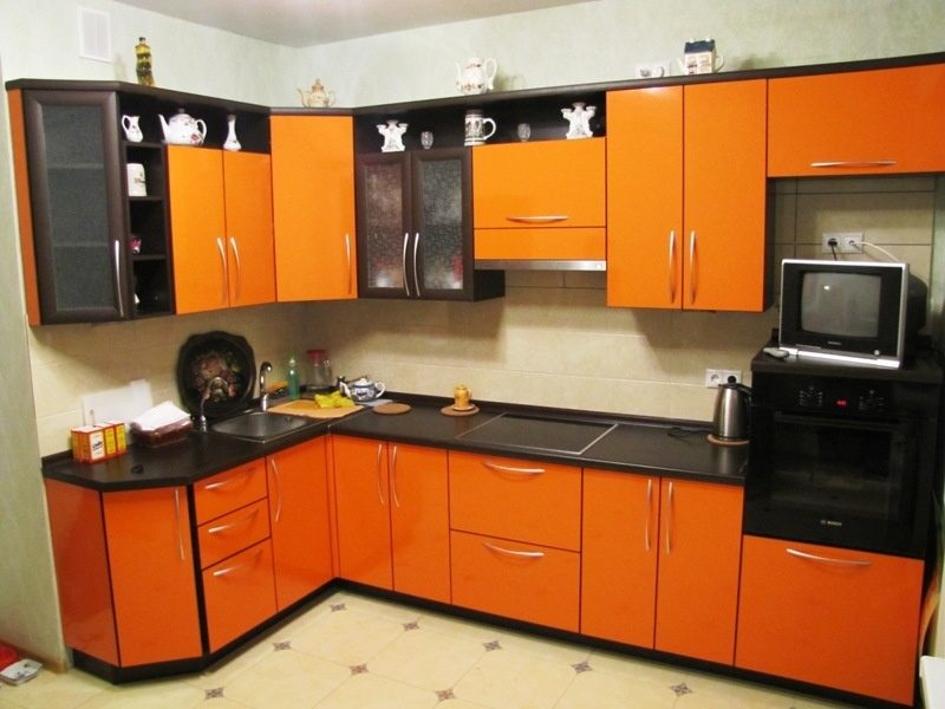 Насыщенность цвета кухонного гарнитура привлекает внимание