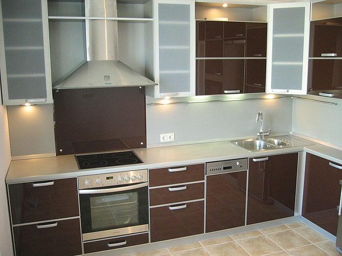 Какие фасады лучше для кухни  - разбираем самые популярные материалы