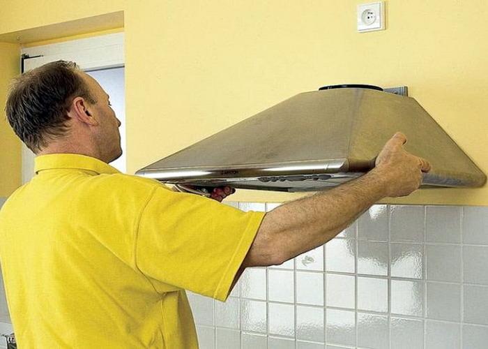 Розетку для вытяжки нельзя загораживать коробом вентиляционного канала