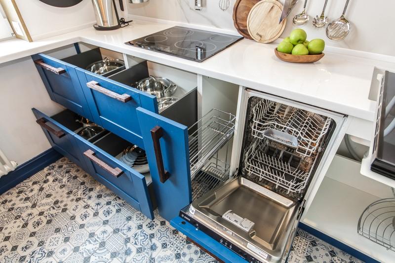Нижняя часть кухонного гарнитура проектируется в первую очередь