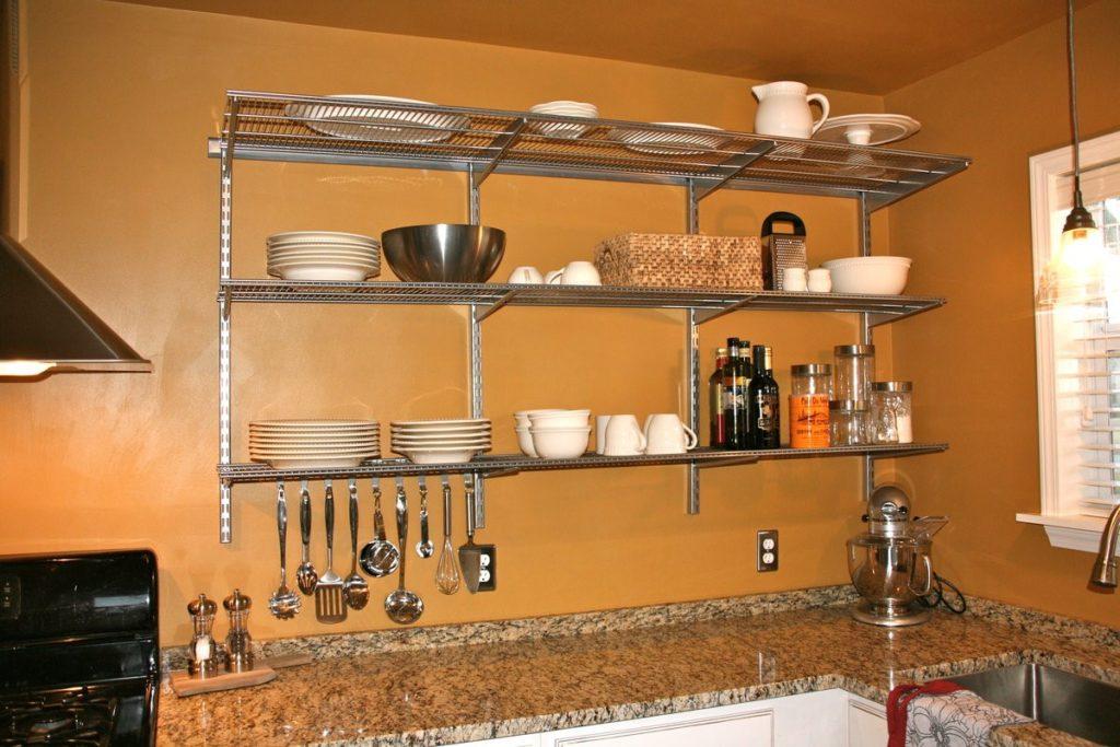 Такие изделия дополняют кухонный интерьер, делают помещение уютнее