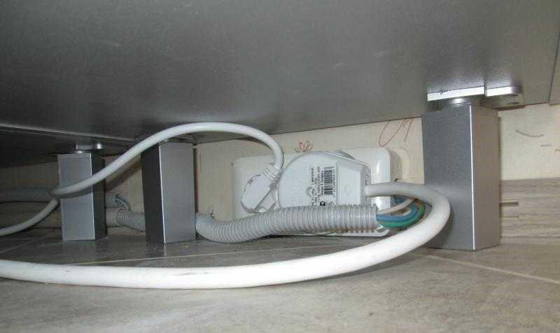 Провод протягивается от распределительного щитка до розетки, поскольку такая техника относится к отдельной группе потребителей