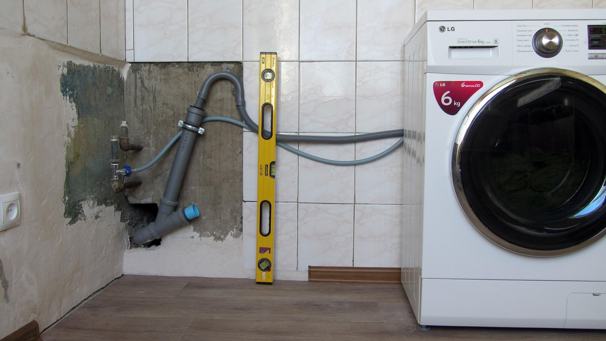 Водопровод в жилых помещениях комплектуется зачастую трубами из металла и металлопластика