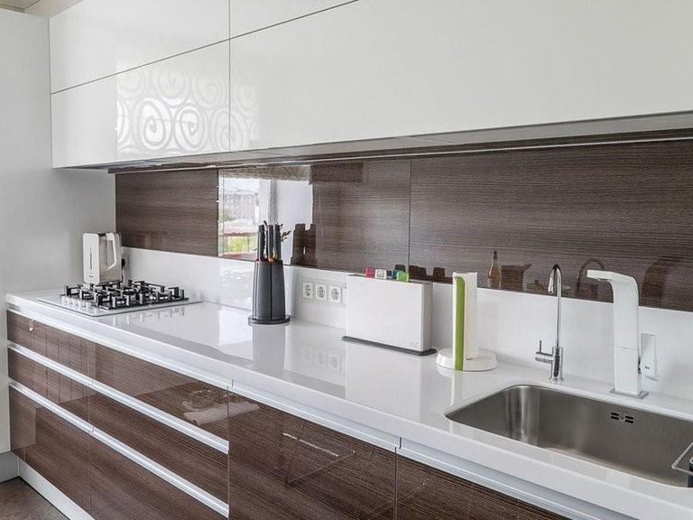 Какой фартук подойдет под белую кухню - выбор материала и стиля