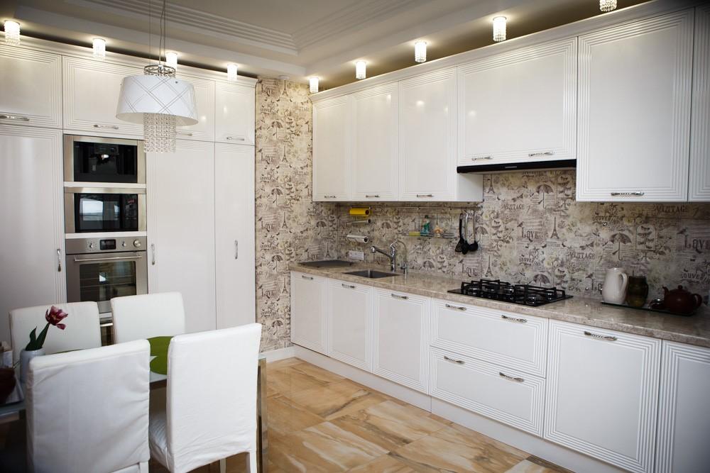 Декоративная штукатурка тоже используется для оформления, можно покрыть стену бетоном, обработанным камнем