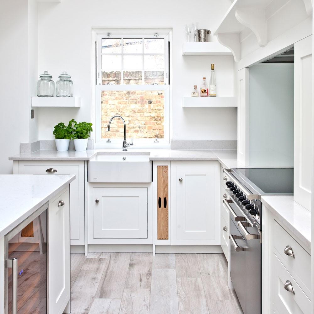 При малой площади кухни тоже можно использовать такое решение, чтобы визуально расширить помещение