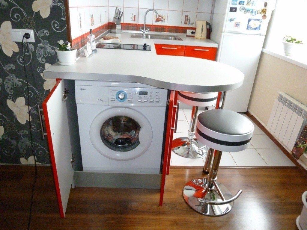 Паркет или ламинат не рекомендуется использовать, если на кухне установлена стиральная машинка, поскольку такое напольное покрытие боится протечек