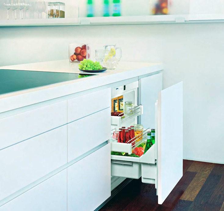 Под столешницей поместится маленький холодильник