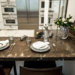 Столешница применяется для работы или обустройства обеденной зоны, если семья маленькая