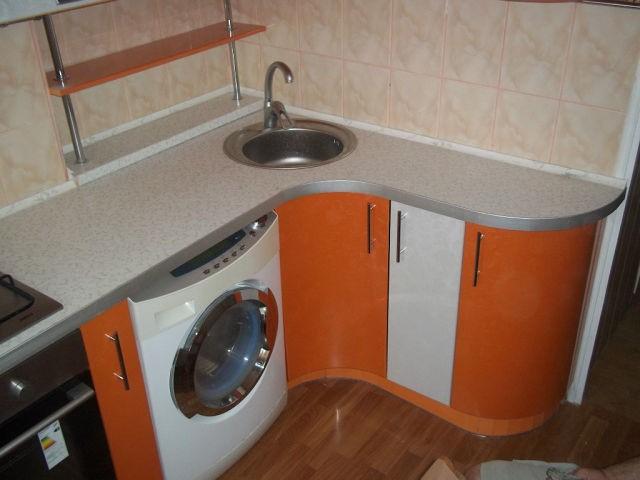 Напольный шкафчик под стиральную машину у многих производителей отличается по ширине